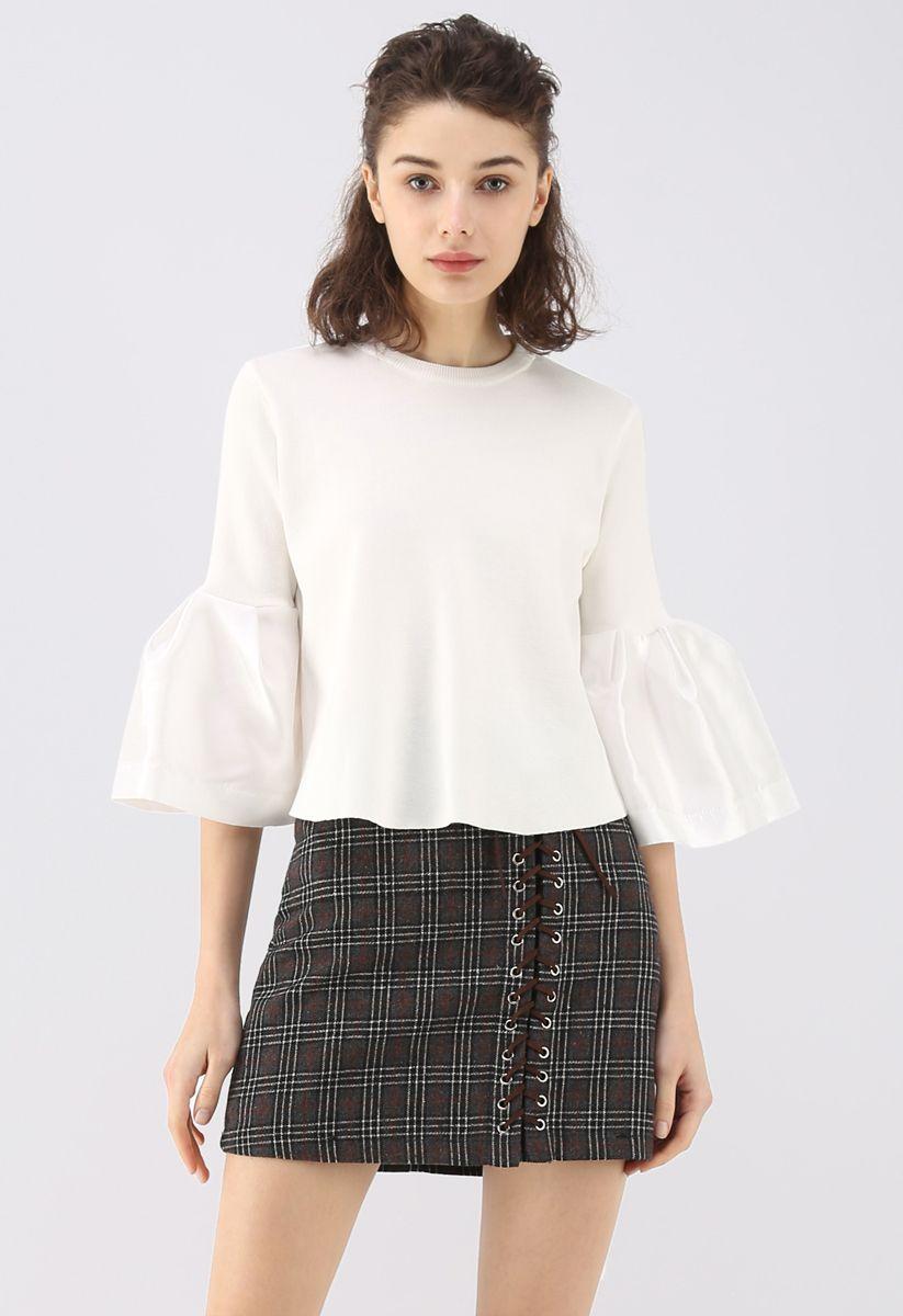The Noblest Bell Sleeves Crop Sweater en blanco