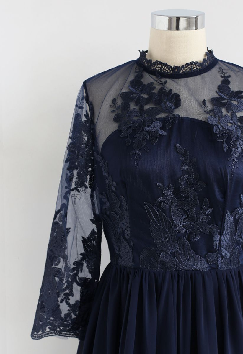 Vestido de gasa de malla bordada alegre momento en azul marino