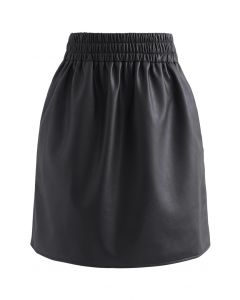 Side and Back Pocket Faux Leather Bud Skirt in Black