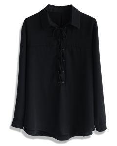 Camisa sencilla con cordones en negro