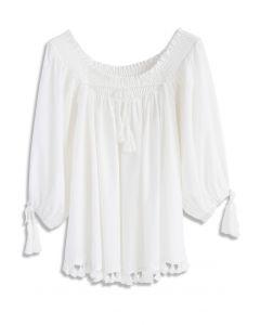 Encantadora Blusa Blanca Amplia con Borlas en el Dobladillo y Hombros Descubiertos