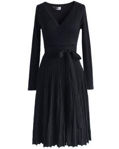 Abraza un vestido de punto ligero en negro