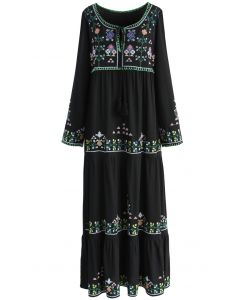 Vestido largo negro con bordados florales