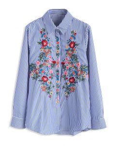 Blusa de Rayas Azules con Bordado Floral en la Pechera