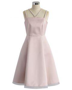 Elegante Vestido Rosa con Tirantes Trenzados