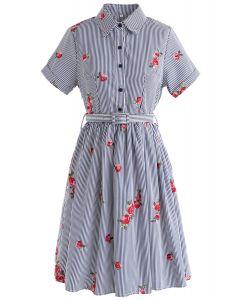Vestido de rayas bordadas en azul marino de All in Bloom