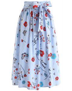 Falda midi de escena floral con rayas en azul