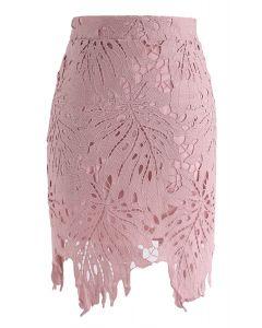 Falda de crochet con hojas alrededor de rosa
