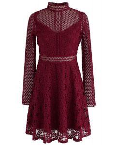 Vestido de ganchillo con paneles The Light Is Here en rojo