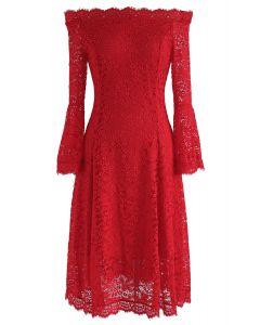 Vestido de encaje con hombros descubiertos en rojo de Remember Me