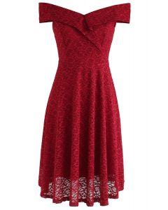 Vestido de encaje sin hombros de The Way You Are en rojo
