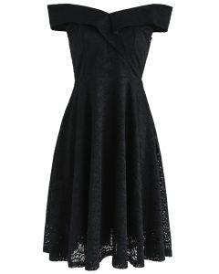 Vestido de encaje con hombros descubiertos de The Way You Are en negro