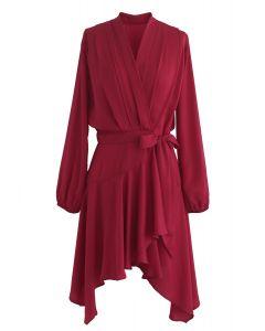 Living in the Spotlight Vestido asimétrico cruzado en rojo