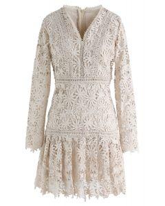 Vestido de crochet con cuello en V floral de Made for Now en crema