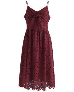 Vestido estilo camisola con ojales y fiesta en vino