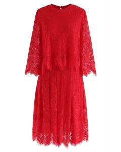 Vestido midi de encaje de dos piezas falso en rojo