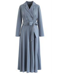 Vestido largo cruzado con lazo cruzado en azul polvoriento