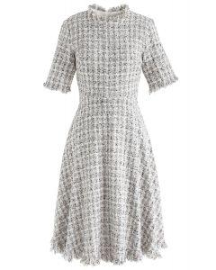 Vestido midi de tweed texturizado con bordes sin rematar