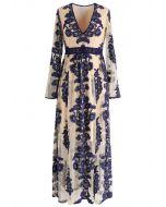 Vestido largo de malla con bordado floral y cuello en V en azul marino